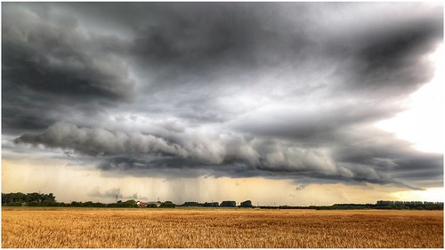 storm clouds cloud cloudscape sky skywatching weather weatherwatch fields crops farming farmland agriculture countryside outdoors outside image imageof imagecapture photography photoof scunthorpe lincolnshire northlincs northlincolnshire nlincs landscape rain rainfall view scenic