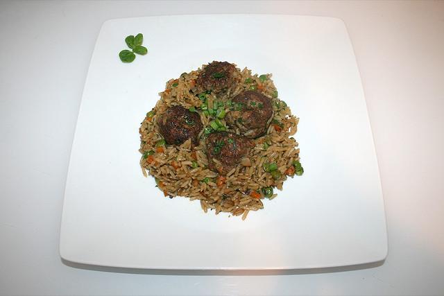 35 - Meatballs with vegetable rice - Served / Hackbällchen mit Gemüsereis - Serviert