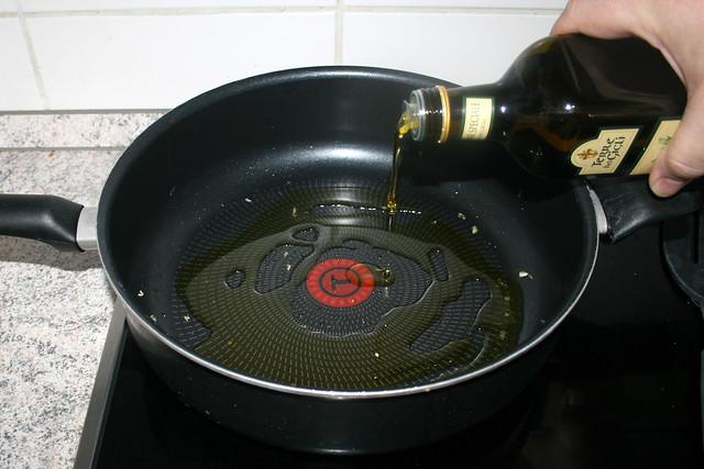 15 - Öl in Pfanne erhitzen / Heat up oil in pan