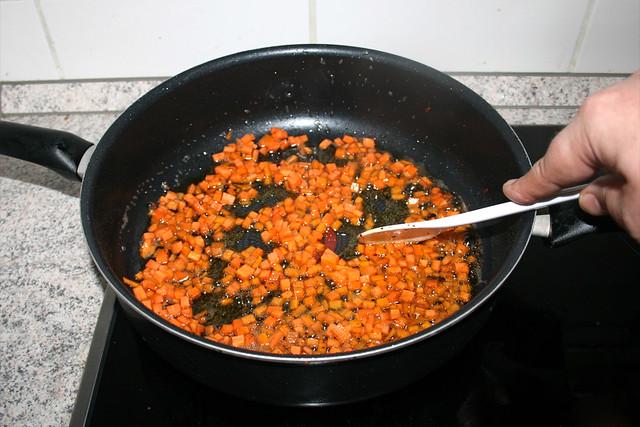 21 - Möhrenwürfel andünsten / Braise diced carrots