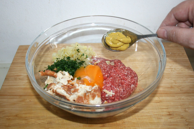 10 - Hackfleisch & weitere Zutaten in Schüssel geben / Put ground meat & other ingredient in bowl