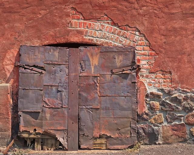 Rusty Cellar Door 5878 A
