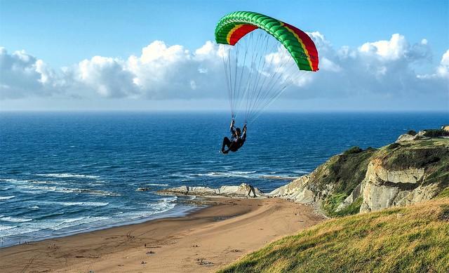 Volando sobre la playa de Barinatxe. Bizkaia.
