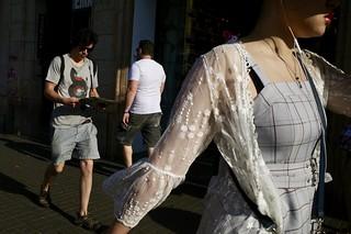 Street flow #streetphotography #streetphoto #candid #Barcelona #ricogriii #ricohgr3