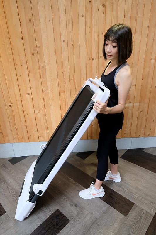 JHT極創平板跑步機 | 輕巧好收納滾輪設計完全不佔空間,寬跑帶43cm穩定性高,無刷馬達噪音小很適合在家運動! @強生與小吠的Hyper人蔘~