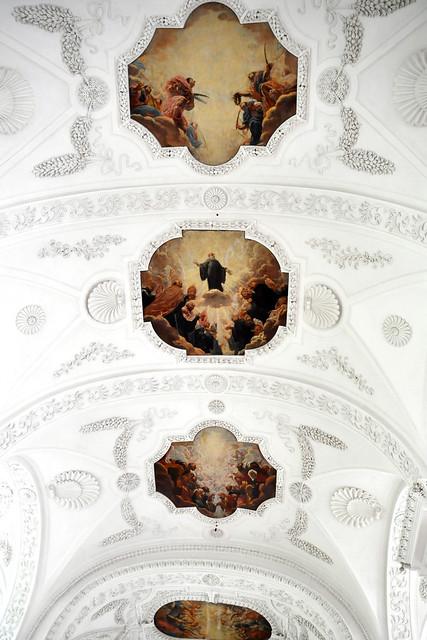 Juli 2019 ... Kloster Irsee, Klosterkirche, Kircheninnenraum, Garten, Mahnmal ... Foto: Brigitte Stolle