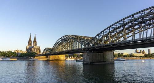 europe germany northrhinewestphalia cologne köln kölnerdom colognecathedral riverrhine hohenzollernbridge goldenhour sunrise hohenzollernbrücke