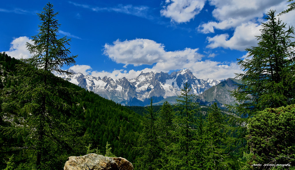 Massiccio del Monte Bianco visto daL Lago d'Arpy