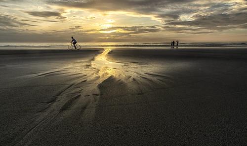fujifilmxt1 samyang12mmf2ncscsx sunrise newsmyrnabeach reflection beach goldenlight landscape sammysantiago u