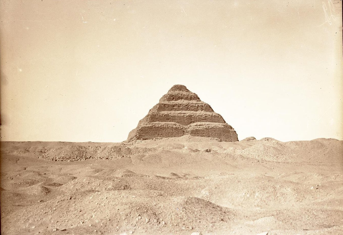 20. 1899. Египет. Окрестности Каира. Вид на пирамиду Закхара (Ступенчатая пирамида в Саккаре)