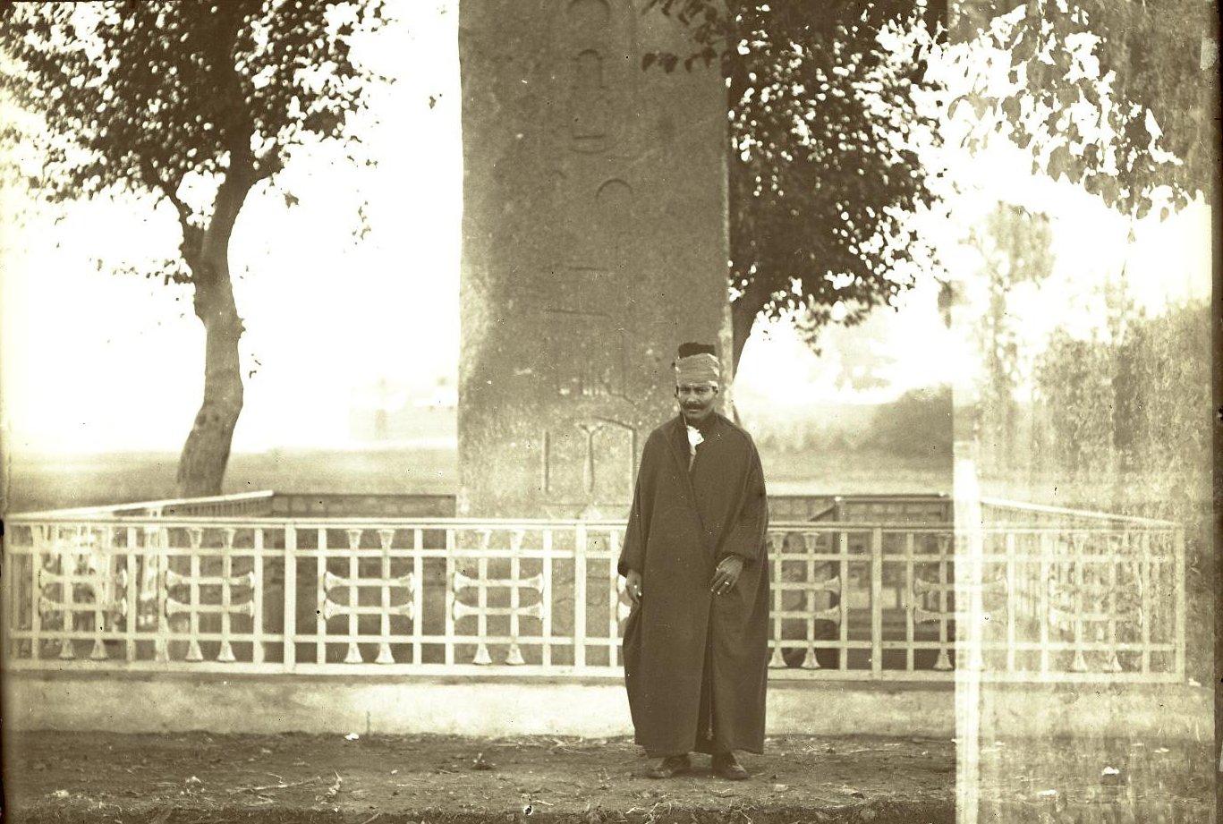 10. Египет. Александрия. Ахмет Абузет у обелиска