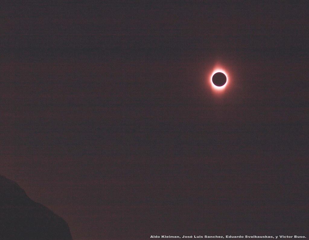 Eclipse total de sol sobre las montañas de San Juan.