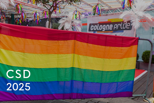 Regenbogenfarbe während der Cologne Pride Parade CSD 2025