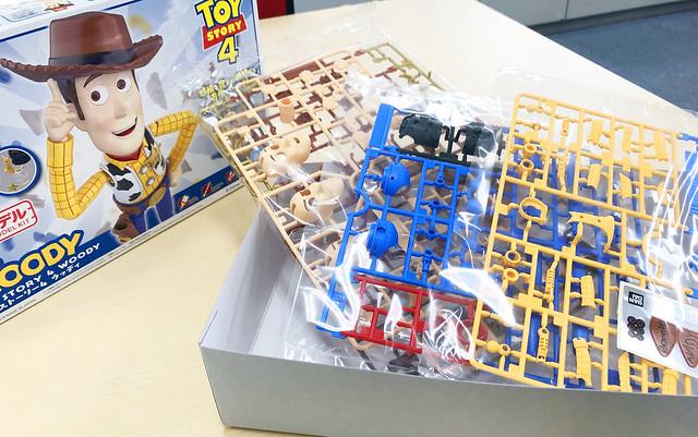 【更新官方開箱組裝照】令人驚豔的分件與造型!萬代《玩具總動員4》胡迪 組裝模型(トイ・ストーリー4 ウッディ プラモデル)