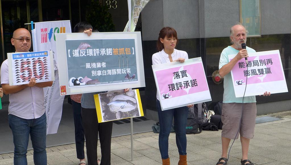 台灣媽祖魚保育聯盟理事長文魯彬批離岸風機在「選址錯誤」的風場打樁,是以電力交換白海豚的棲地,稱不上是「雙贏」。孫文臨攝