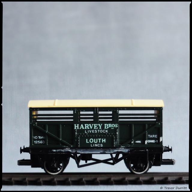 Hornby R.215 Cattle Wagon Harvey Bros IMG_3055