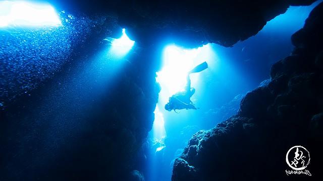 洞窟に差し込む美しい光
