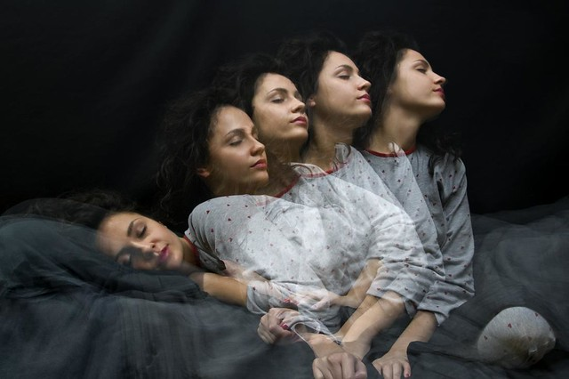 woman-moves-during-sleep-without-knowing