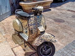 Porto 23. Unusual Vespa