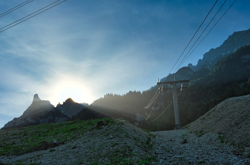 Sunrise behind the cablecar