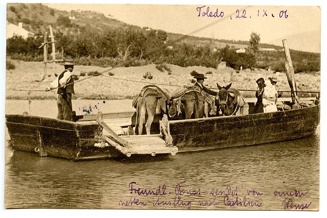 """""""Mientras no hay puente"""". Barca cruzando el Tajo en Toledo. Colección Cánovas. Kaulak."""