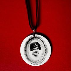 Avó Clotilde | Coleção Memória | colar medalhão