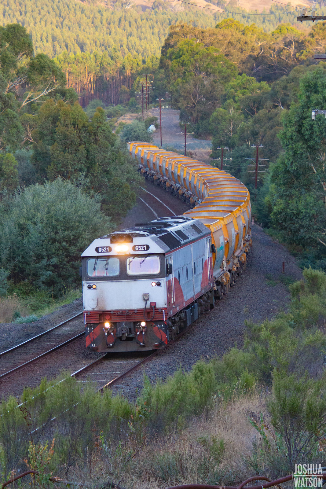 Curving Quarry Train by Joshua_Watson