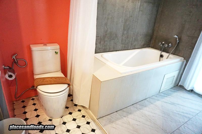 sandalay pattaya sea view room bathroom