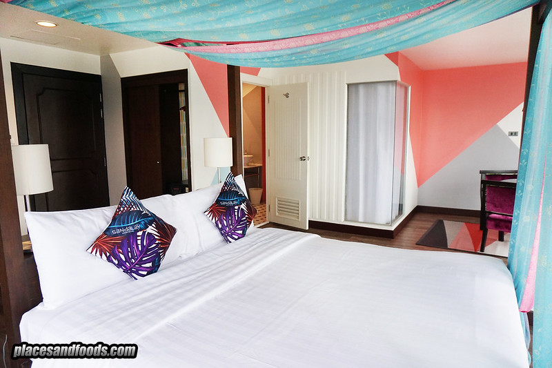 sandalay pattaya sea view king size bed