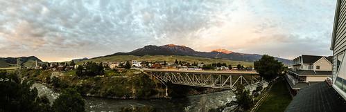 montana gardiner parkcounty town yellowstonenationalpark yellowstoneriver bridge buildings absarokalodge river clouds cloudscape gallatinmountains panorama dawn sunrise balcony
