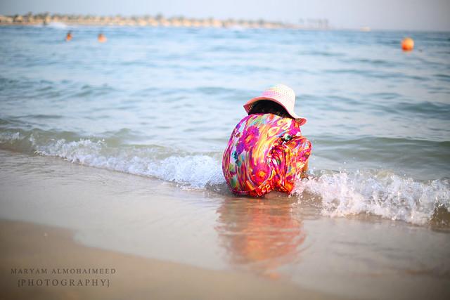 و البحر لو فاض الحنينُ بقلبهِ أتراه يبكي للشواطئ مثلنا ؟