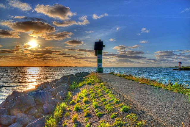 Sonnenuntergang Ijsselmeer Makkum Hafeneinfahrt