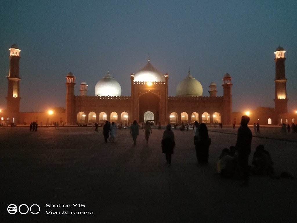 Badshahi mosque night shot Vivo Y15