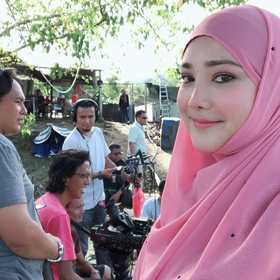 Siti Fazurina di lokasi telemovie Cikgu Pencen