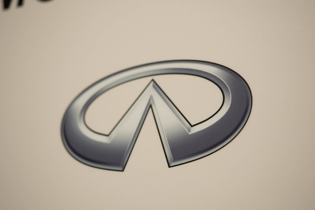 Nissan_SKYLINE-75
