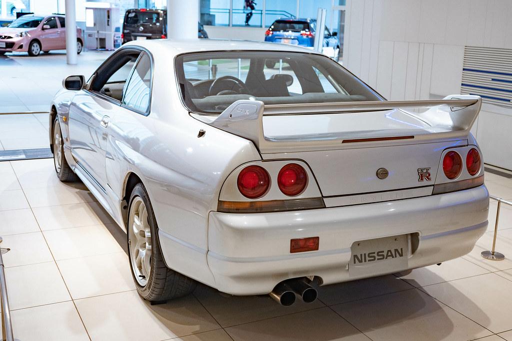 Nissan_SKYLINE-76