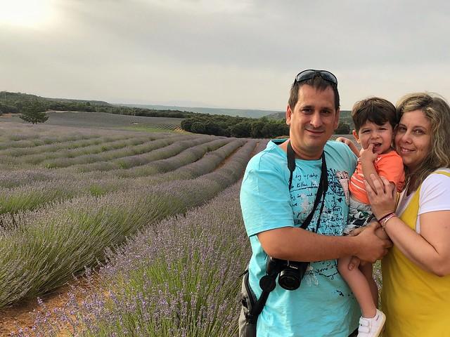 Sele, Unai y Rebeca en los campos de lavanda de Brihuega (Guadalajara)