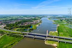 SMS_20190513_0558_Luchtfoto__Martinus_Nijhofbrug_en_rivier_de_Waal.jpg