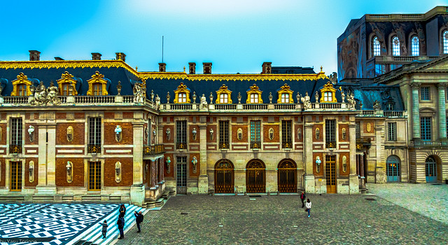 Courtyard of the Versailles Palace, France-62a