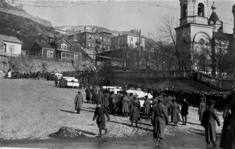 Отпевание погибших юнкеров в Успенском соборе 22 ноября.