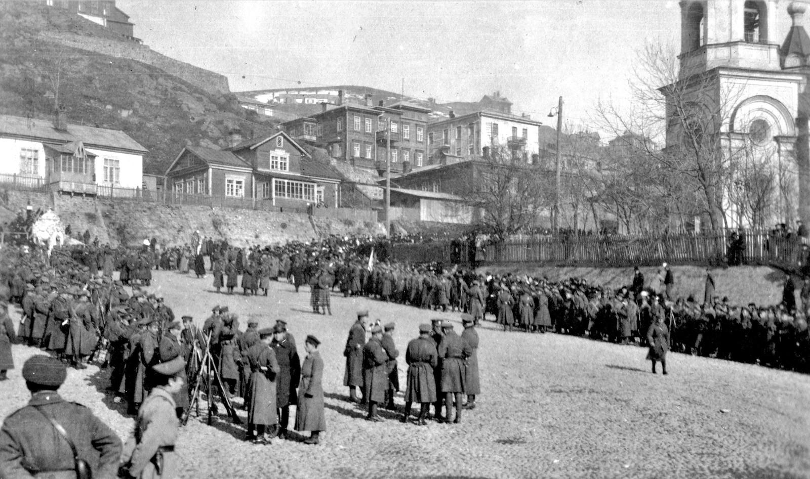 Отпевание погибших юнкеров в Успенском соборе 22 ноября
