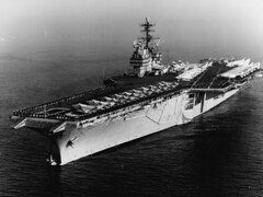 2878px-USS_Saratoga_(CVA-60)_off_Barcelona_on_12_February_1965_(USN_1110849)