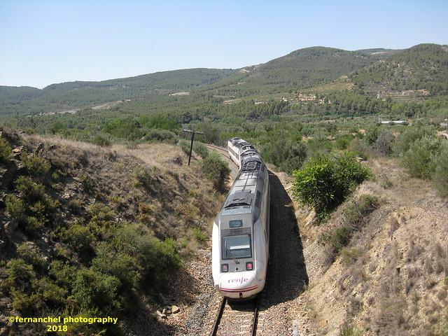 Tren de media distancia de Renfe (Zaragoza Miraflores-Valencia) a su paso por JERICA (Castellón)