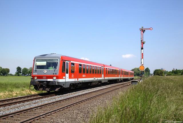 628 526 und 628 681 als RE12 von Köln-Deutz nach Trier bei Derkum am 7.06.13