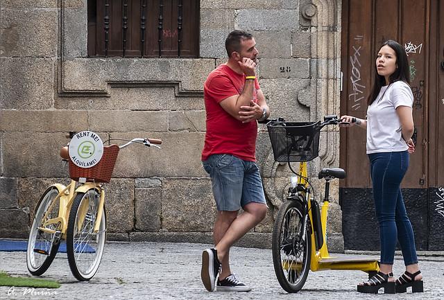 Conversation between bicycles. Conversación entre bicicletas