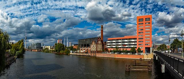 Blick von der Schillingbrücke vom Radialsystem zum Berliner Fernsehturm