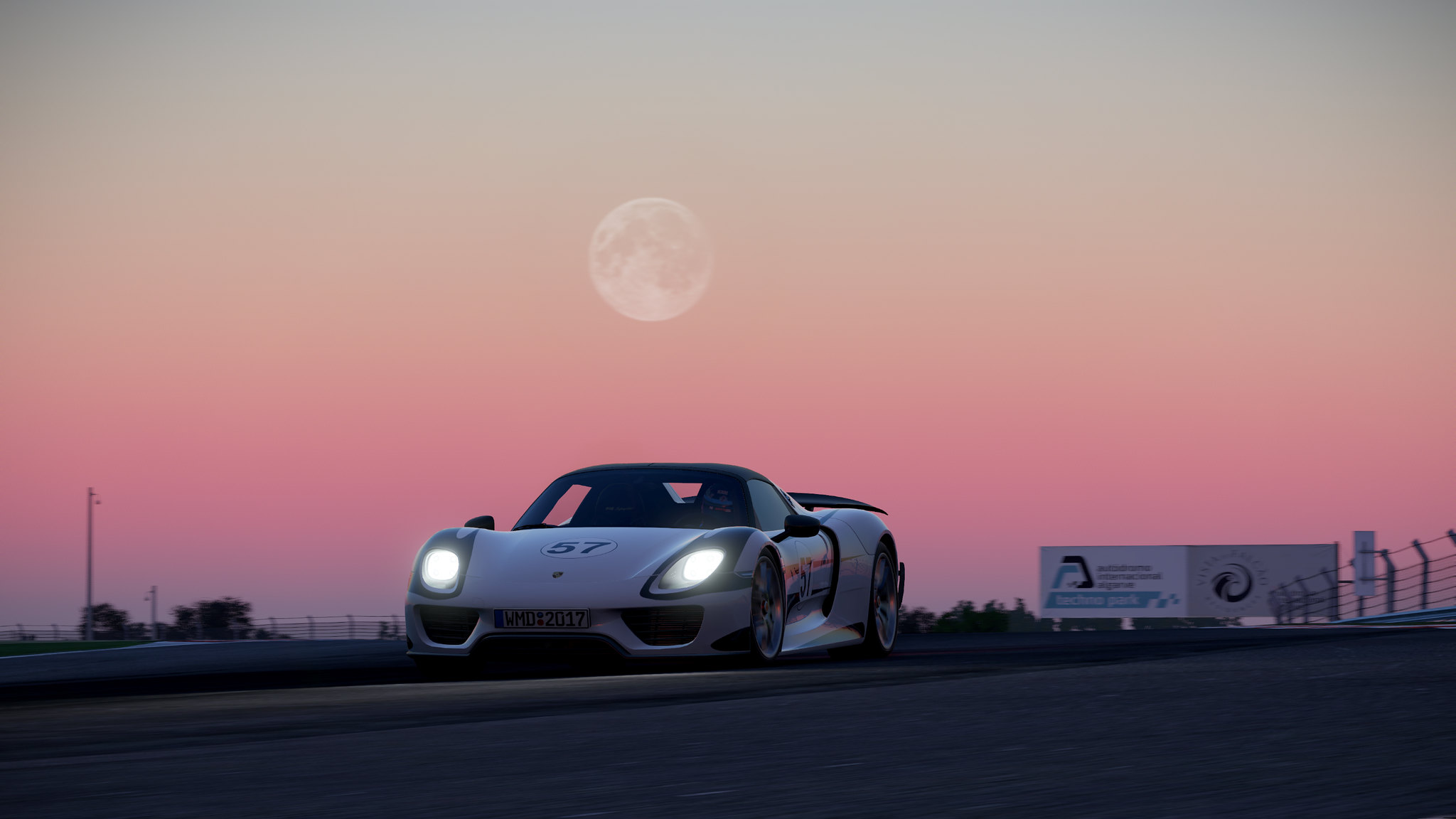 Porsche918_Algarve_Road@2x (4)
