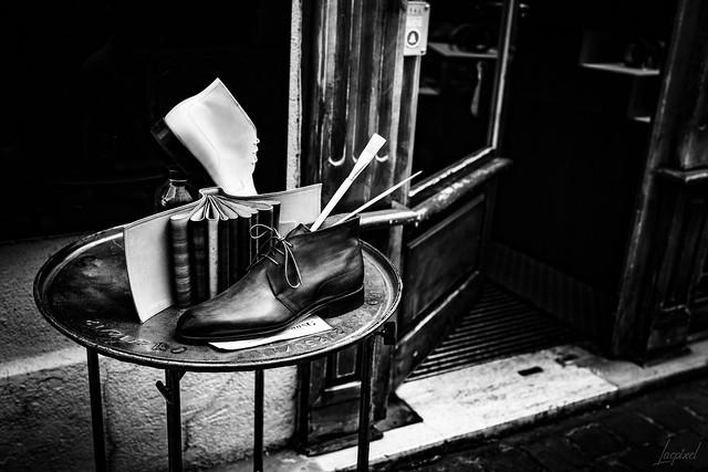 La boutique de chaussures.