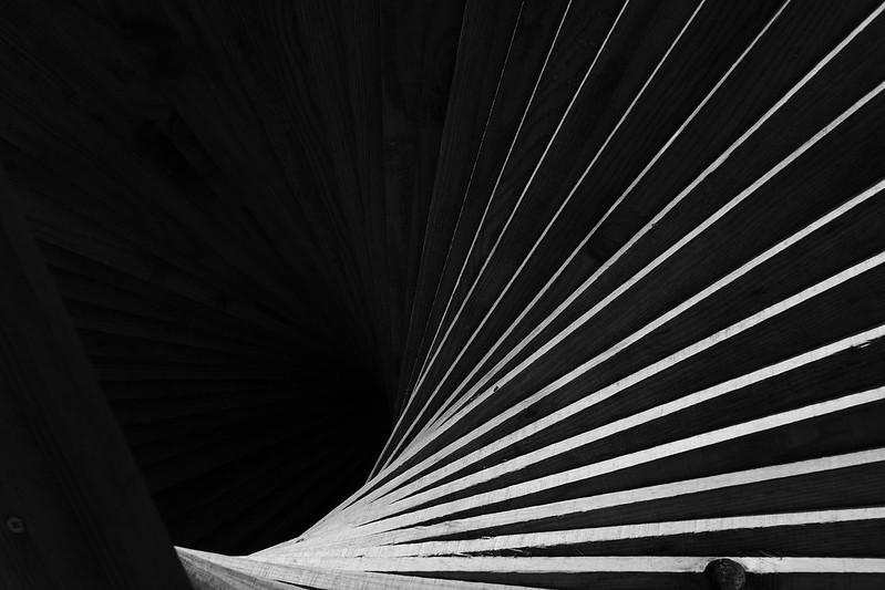Un escalier posé sur le sol 48302348831_f82080d213_c