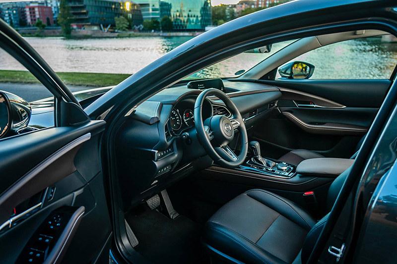 595a4894-2020-mazda-cx-30-interior-1
